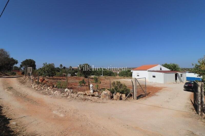 Terreno com 40m2 Canais Albufeira - bons acessos, oliveiras
