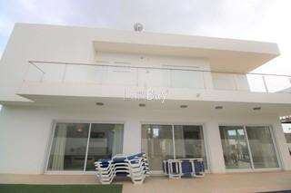 Moradia V4+1 Isolada em construção Lagos São Sebastião