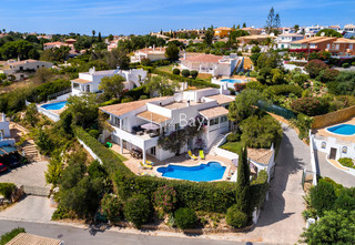Moradia V5 Renovada Praia da Luz Lagos - piscina, lareira, bbq, terraço
