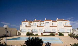 Moradia nova V2 Sagres Vila do Bispo - condomínio privado, terraço, lareira, ar condicionado, varanda, arrecadação, piscina, cozinha equipada